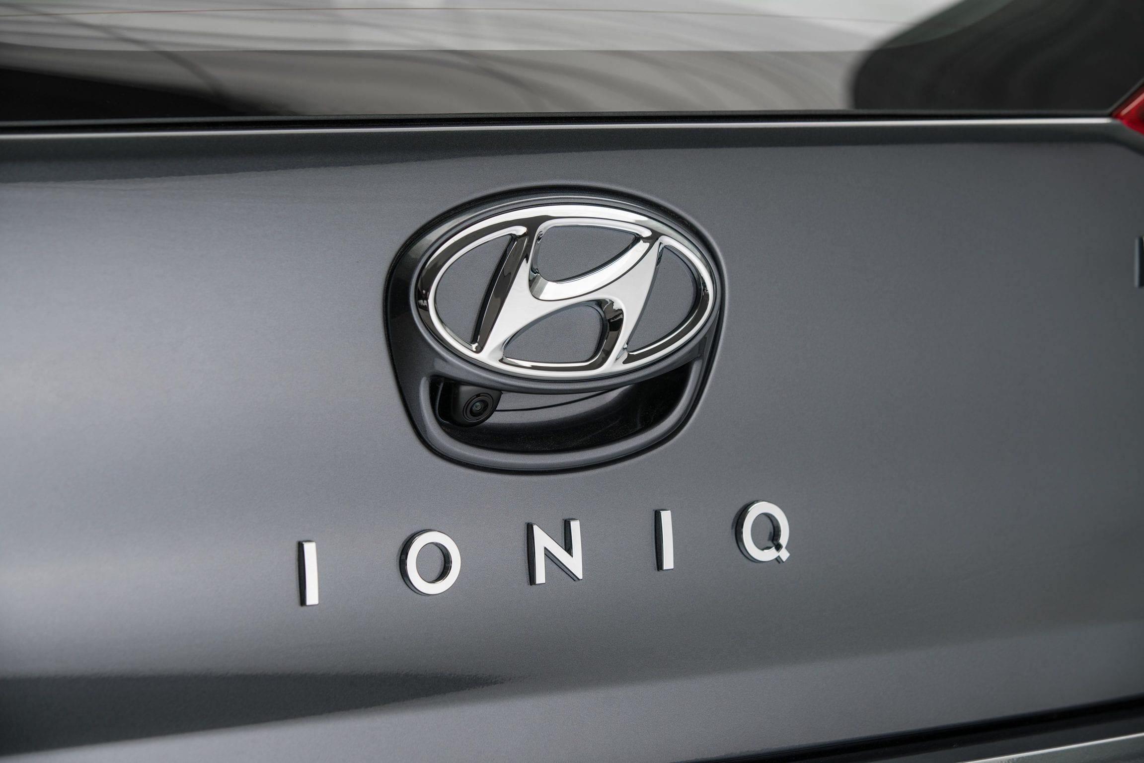 Hyundai IONIQ Plug-in Hybrid 2017 elektrisch EV logo