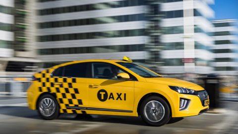Afbeelding voor Overstappen op een uitstootvrije elektrische taxi is nu extra aantrekkelijk.